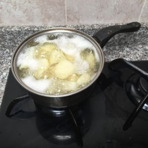 The potatoes are boiling nicely!