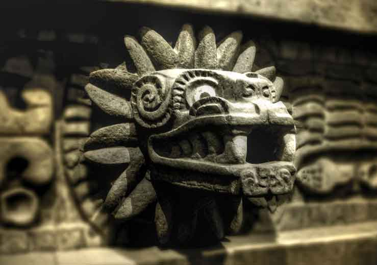 Escultura de Quetzalcoatl no Templo de Teotihuacan