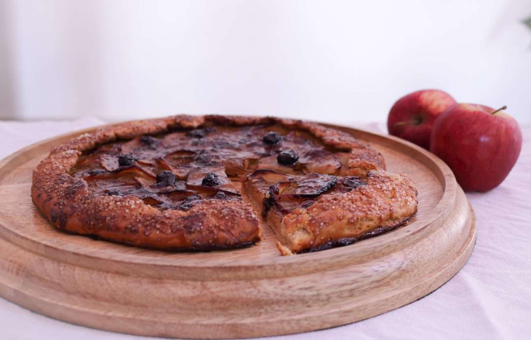 Whole Wheat Burnt Butter Apple Galette / www.quichentell.com