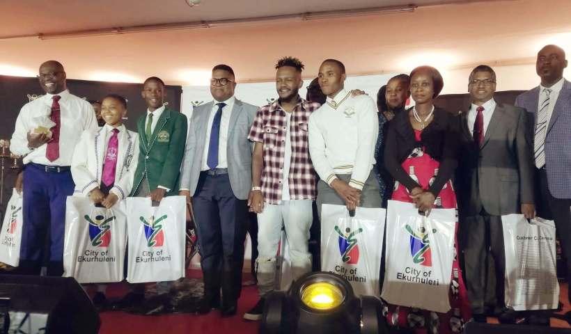 Rapper Kwesta donates laptops
