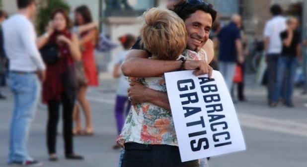 Risultati immagini per Abbracci Gratis