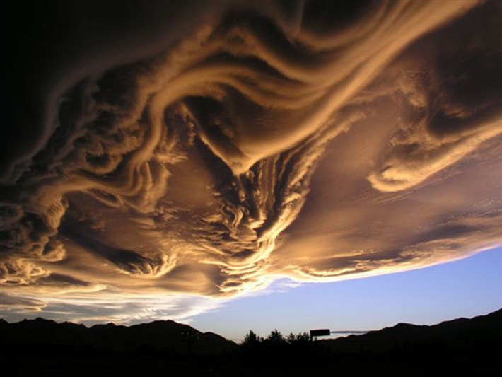 extraordinary natural phenomena fancy stormy clouds