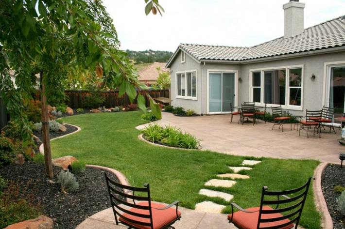 Small Backyard Relaxing Design