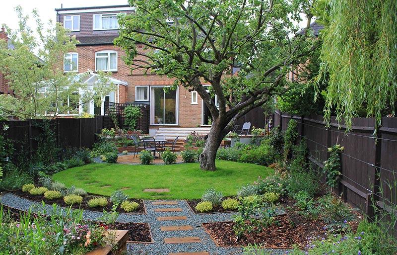 Quiet Corner:Sloping Garden Design Ideas - Quiet Corner