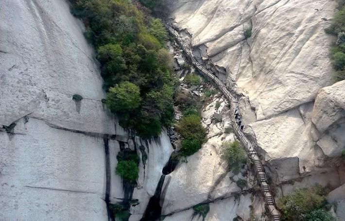 The World's Deadliest Hike - Mountain Huashan