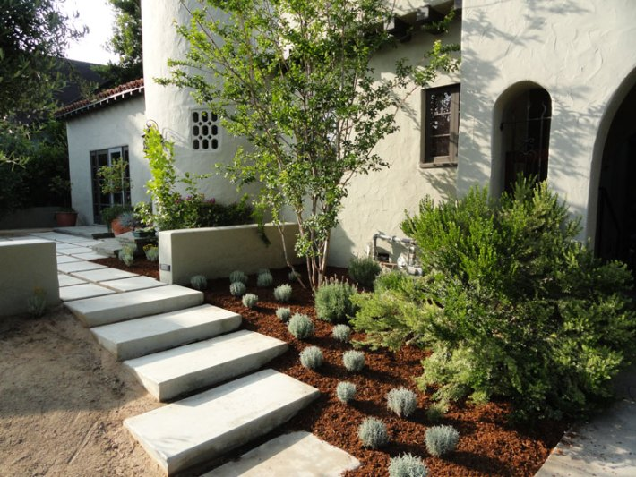 Front Yard Landscaping Ideas and Tips. A pleasant view from the street gives a sense of individual pride and accomplishment. And it adds greatly to your property's value by setting the yard apart and making it beautiful... #FrontYard #Landscaping
