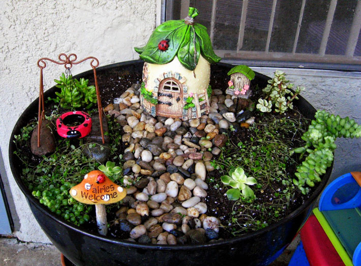 Quiet Corner Fairy Garden In Container Amazing Ideas Quiet Corner