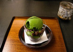 Green tea icecream, mochi and azuki beans. A refreshing end to the best meal I've had in Japan. A quiet eating score of 9/10.