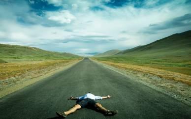 JAvi tumbado en carretera de Kazajtan (Personalizado)