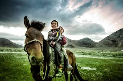 Niños a caballo en Mongolia (Personalizado)