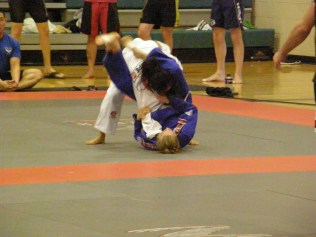 Christan Jones setting up a Triangle-choke on her 1st opponent