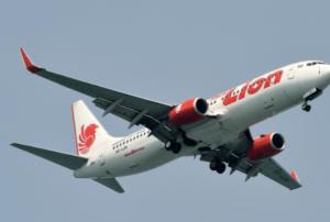 Cae avión de la compañía Lion Air en el mar de Java
