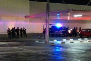 Ejecutan a una mujer en el estacionamiento de Chedraui en la 218