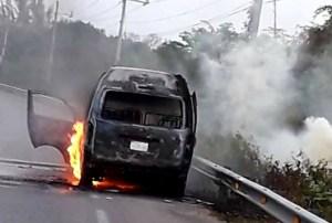 Se incendian Van de pasajeros en la Riviera Maya