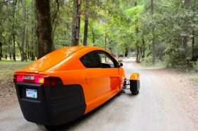 elio-motors-84-mpg-3-wheeler-image-elio-motors_100477634_m