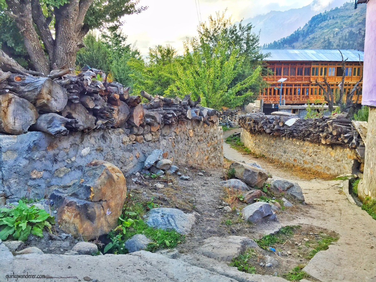 A walk in Batseri village , Sangla