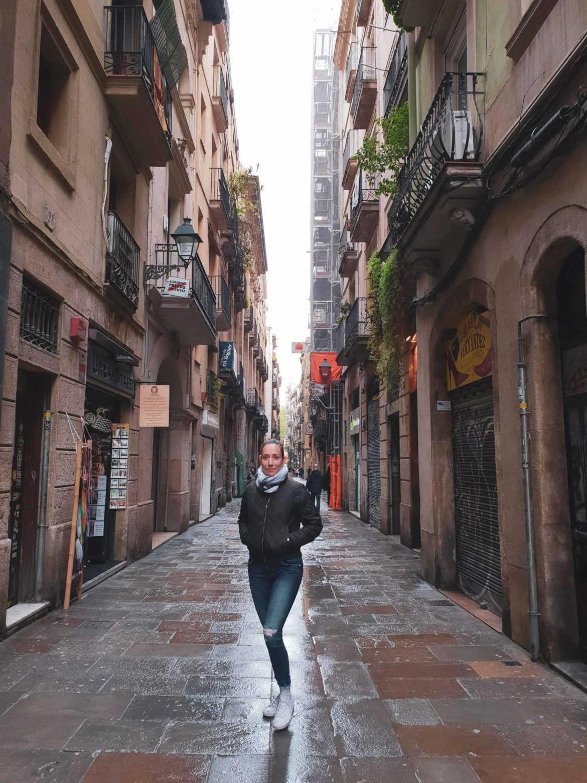 Barcelona travel guide by Michaella and Lina from Bulgarian lifestyle blog Quite a Looker / Gothic Quarter