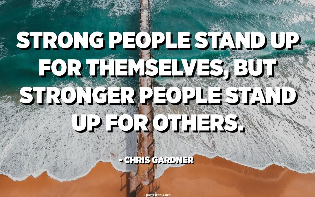 Les persones fortes es plantegen per si mateixes, però les persones més fortes es plantegen. - Chris Gardner