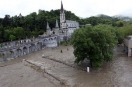 lourdes-flood-2013-yikes