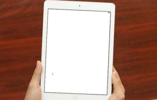 Sửa ipad mini 2 bị trắng màn hình tại Nha Trang 1