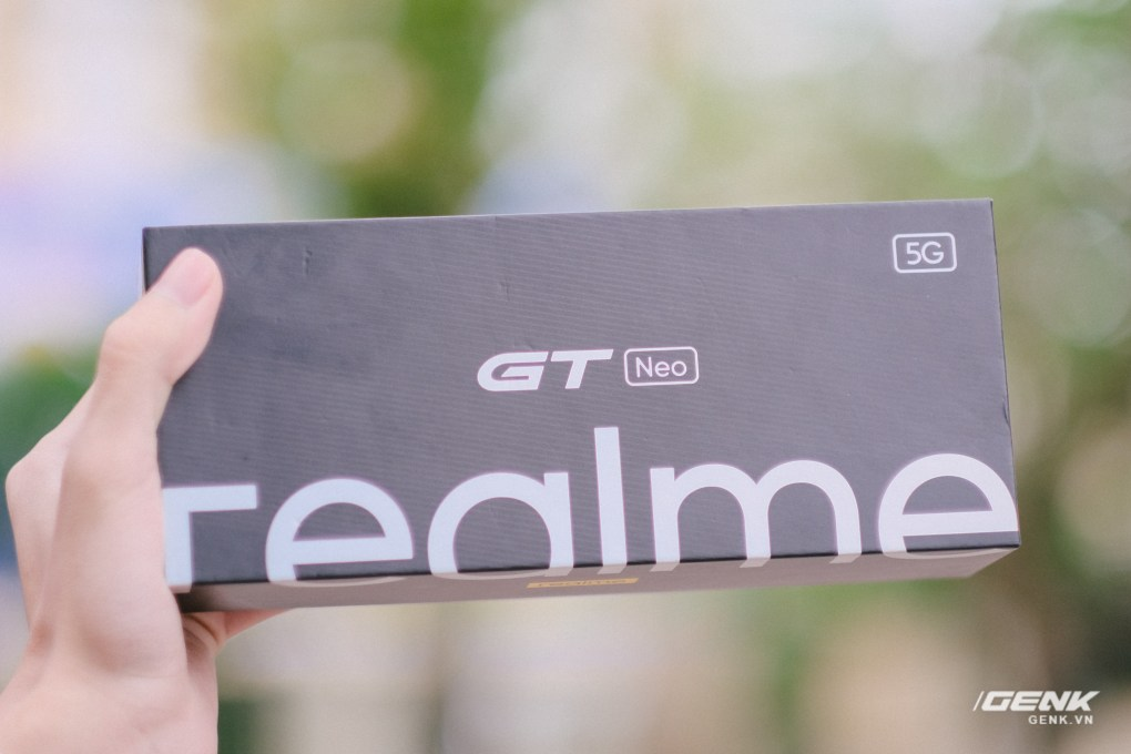 Trên tay Realme GT Neo: Màn hình AMOLED 120Hz, chip Dimensity 1200, sạc nhanh 50W, giá chưa đến 7 triệu đồng - Ảnh 1.