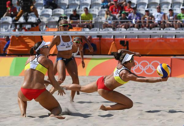 RIO DE JANEIRO, BRAZIL - AUGUST 06: Elsa Baquerizo McMillan of Spain dives for the ball during the Women's Beach Volleyball preliminary round Pool B match against Georgina Klug and Ana Gallay of Argentina on Day 1 of the Rio 2016 Olympic Games at the Beach Volleyball Arena on August 6, 2016 in Rio de Janeiro, Brazil. (Photo by Shaun Botterill/Getty Images)