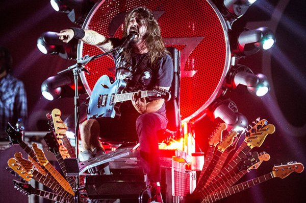 dave-grohl-of-foo-fighters-perform-in-cesena-italy-oct-2015