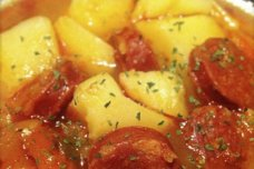 patatas-a-la-riojana-con-vino-blanco