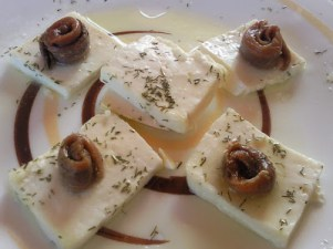 QUESO FRESCO CON ANCHOAS