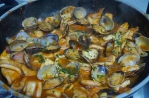 cazuela-de-almejas-en-salsa
