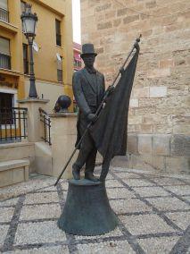 800px-Estatua_del_caballero_cubierto