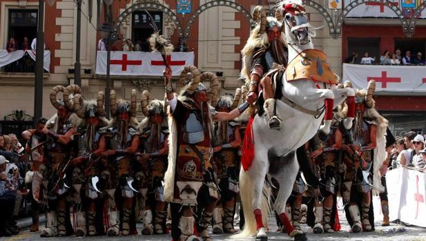Las Fiestas de Alcoy 2019 (BIC) se celebran en Mayo