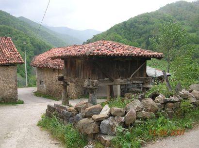 800px-Horreo_en_Cosgaya,_Cantabria