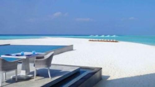 four seasons hotel beach in maldives