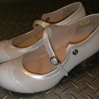 パンプスと内反小趾。小ゆびの付け根が靴に当たって痛いんです。