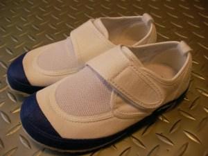 転びやすい、躓きやすい。子どもの場合は上履きの選び方一つで変わりますよ。