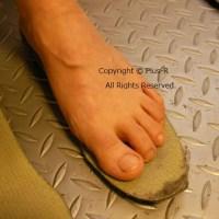 最近足にタコがたくさんできてしまって...→原因は〇〇が合っていないから。
