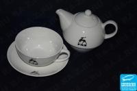 Чайник с чашкой с изображением