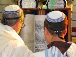 """Torah Reading Sephardic custom"" by Sagie Maoz from Ashdod, Israel - Reading. Licensed under CC BY-SA 2.0 via Wikimedia Commons."