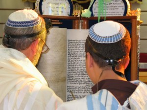 """Torah Reading Sephardic custom"" by Sagie Maoz from Ashdod, Israel - Reading. Licensed under CC BY-SA 2.0 via Wikimedia Commons."