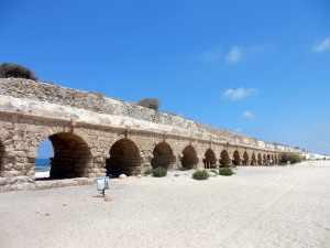 Caesarea_Aqueduct_Aquädukt_Israel_(35101295615)