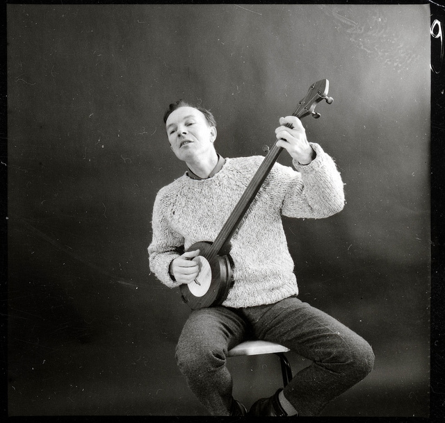 BBC Tonight In Person with  Pete Seeger playing mountain banjo in 1964. Click for full set.
