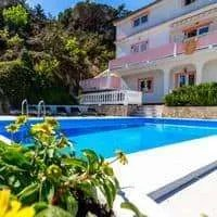 Croatia holiday apartments with swimming pool • DOLORES
