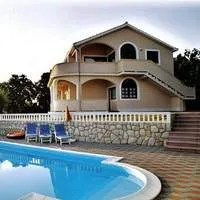 Apartments with pool, jacuzzi and sauna in VILLA TANJA