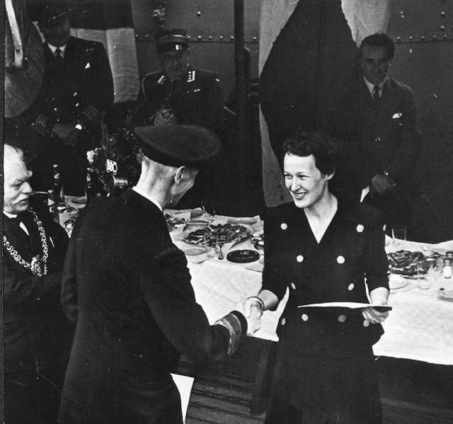 King Haakon VII of Norway presenting Fern Blodgett Sunde with an award for her wartime service.