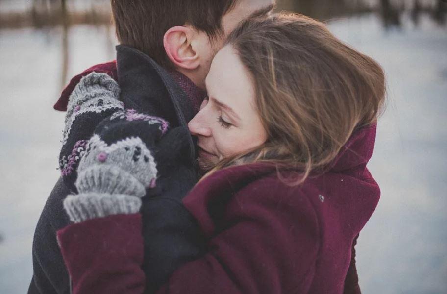 Els grans beneficis de les abraçades. // CC0