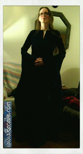 2015-03-04_Racaire_12th-century-dress_sleeves-attached.jpg