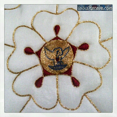 2016-07_Racaire_14th-century-hood_Talina_rose-embroidery_01-03