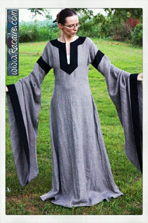 2016-08_Racaire_Meridian-color_12th-century-dress_finished_01