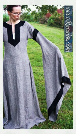 2016-08_Racaire_Meridian-color_12th-century-dress_finished_02
